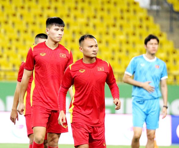 Đội tuyển Việt Nam làm quen với sân thi đấu King Saud University - Ảnh 4.