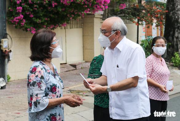 Trưởng Ban Tuyên giáo Thành ủy TP.HCM: Địa phương cần gõ cửa từng nhà thăm hỏi người dân - Ảnh 2.