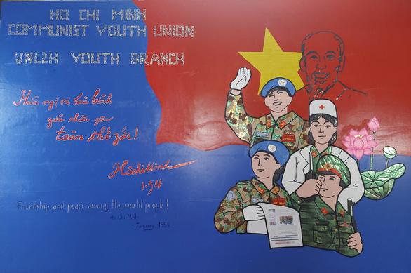 Bức tranh cổ động chào mừng Quốc khánh 2-9 từ những người lính mũ nồi xanh ở Nam Sudan - Ảnh 1.