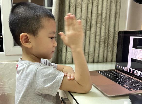 Bà Rịa - Vũng Tàu lùi thời gian học trực tuyến, phụ huynh vẫn băn khoăn với học sinh tiểu học - Ảnh 1.