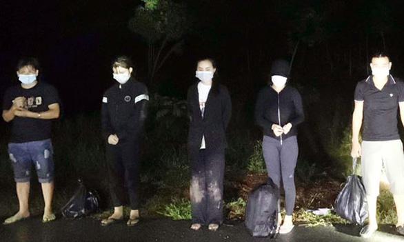 Bình Phước: Bắt 8 người tính vượt biên trái phép sang Campuchia - Ảnh 1.