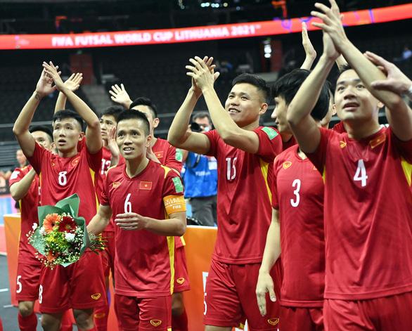 Tuyển futsal Việt Nam: Hình ảnh từ băng ghi hình ở quê nhà giúp rất nhiều cho tinh thần chúng tôi - Ảnh 1.