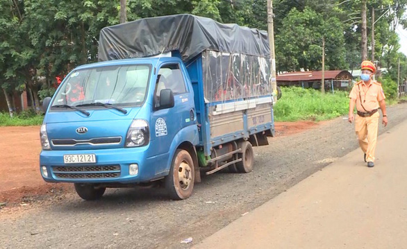 Bình Phước: Bắt 8 người tính vượt biên trái phép sang Campuchia - Ảnh 2.