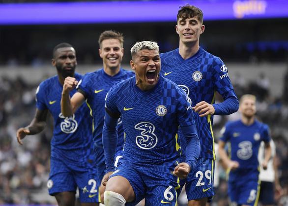 Đè bẹp Tottenham, Chelsea lên đầu bảng - Ảnh 2.