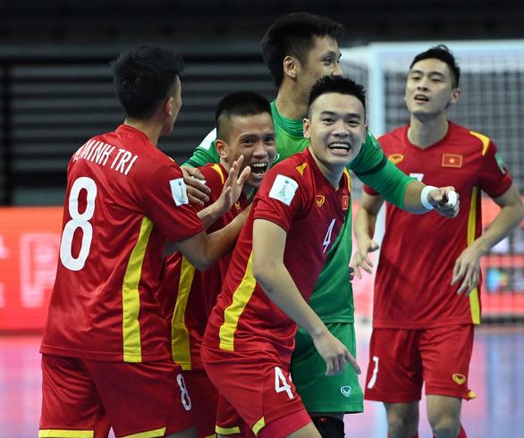 Tuyển futsal Việt Nam: Hình ảnh từ băng ghi hình ở quê nhà giúp rất nhiều cho tinh thần chúng tôi - Ảnh 3.