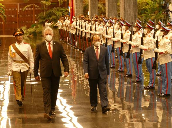 Việt Nam tặng Cuba thiết bị y tế và hàng ngàn tấn gạo - Ảnh 1.