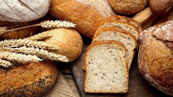 Anh thêm axit folic vào bột mì phòng dị tật cột sống bẩm sinh - Ảnh 1.