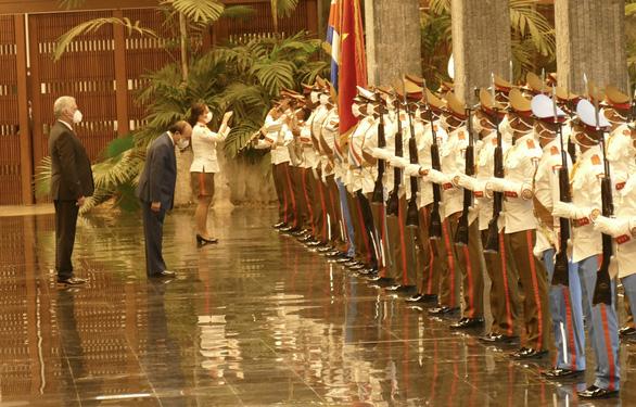 Chủ tịch nước Nguyễn Xuân Phúc: Việt Nam - Cuba đoàn kết, nhất định thắng - Ảnh 4.