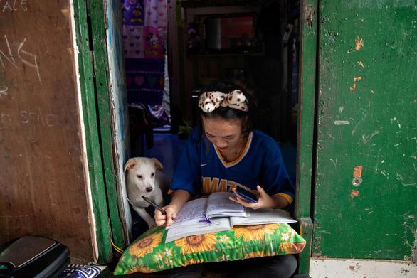 Philippines mở thí điểm lớp học trực tiếp trong 2 tháng - Ảnh 1.