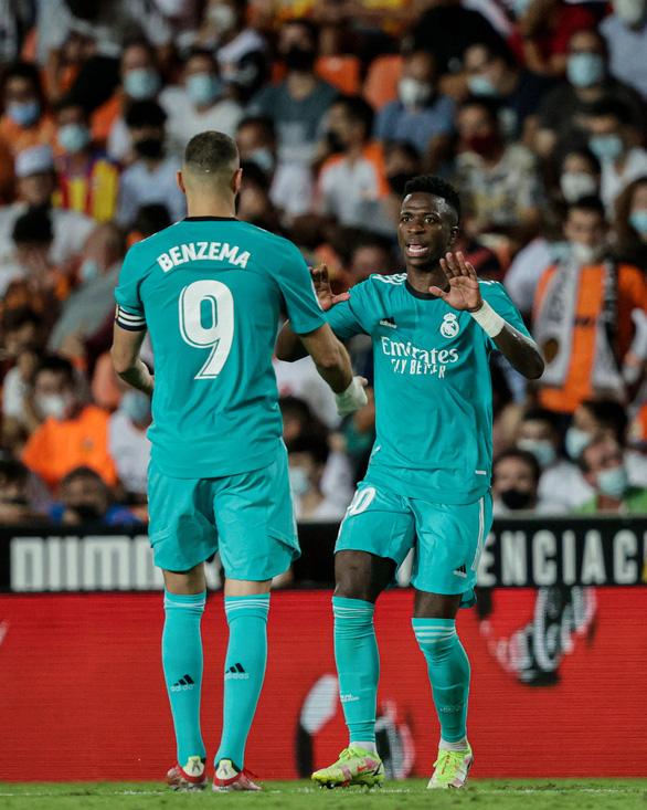 Ghi 2 bàn trong 3 phút cuối, Real Madrid lội ngược dòng ngoạn mục trước Valencia - Ảnh 1.