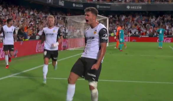 Ghi 2 bàn trong 3 phút cuối, Real Madrid lội ngược dòng ngoạn mục trước Valencia - Ảnh 2.
