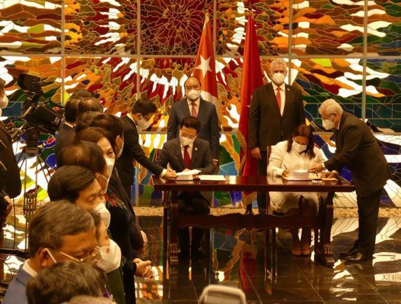 Việt Nam tặng Cuba thiết bị y tế và hàng ngàn tấn gạo - Ảnh 2.