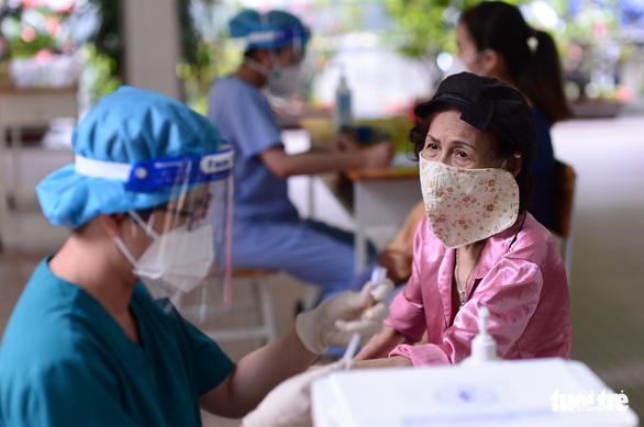 TP.HCM gửi yêu cầu cấp thêm 6 triệu liều vắc xin để tiêm đủ 2 mũi - Ảnh 1.