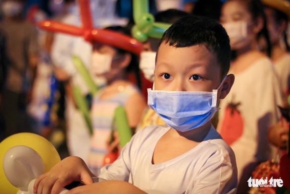 34 em nhỏ nhún nhảy tận hưởng Đêm hội trăng rằm tại Bệnh viện Trưng Vương - Ảnh 6.