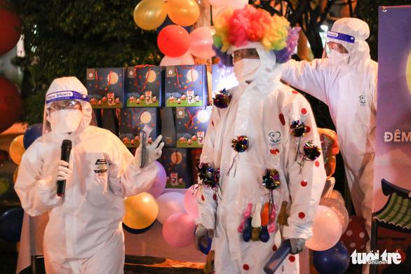 34 em nhỏ nhún nhảy tận hưởng Đêm hội trăng rằm tại Bệnh viện Trưng Vương - Ảnh 5.