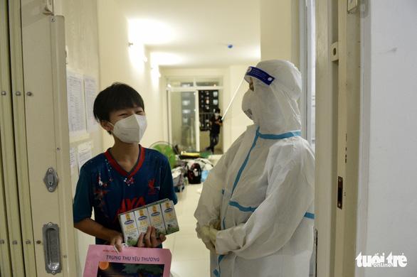 Đêm Trung thu ở bệnh viện dã chiến - Ảnh 4.