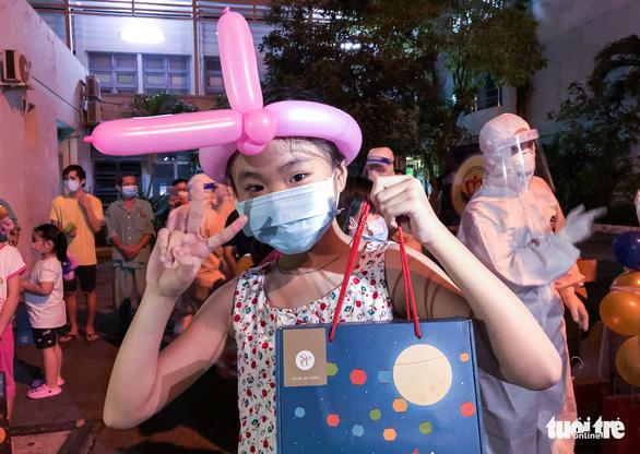 34 em nhỏ nhún nhảy tận hưởng Đêm hội trăng rằm tại Bệnh viện Trưng Vương - Ảnh 10.