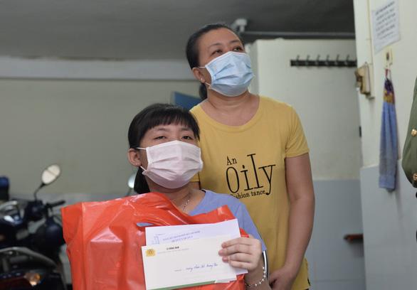 Công an TP.HCM tặng quà trung thu cho trẻ mồ côi vì COVID-19 - Ảnh 2.