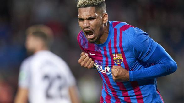 Sao trẻ lập công phút 90 cứu Barca thoát thua trước Granada - Ảnh 5.