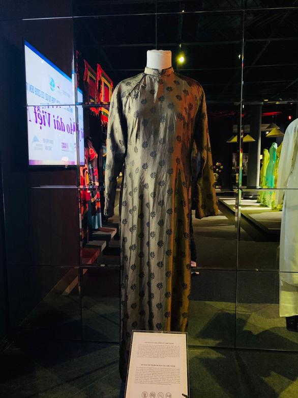 Triển lãm online những chiếc áo dài mang tình hữu nghị - Ảnh 3.