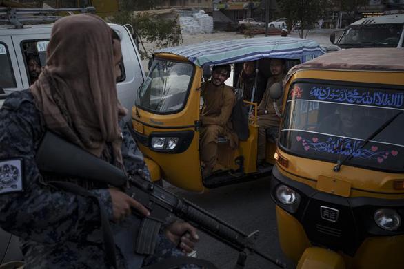 Tổ chức khủng bố lS liên tiếp gây bất ổn an ninh ở Afghanistan - Ảnh 1.