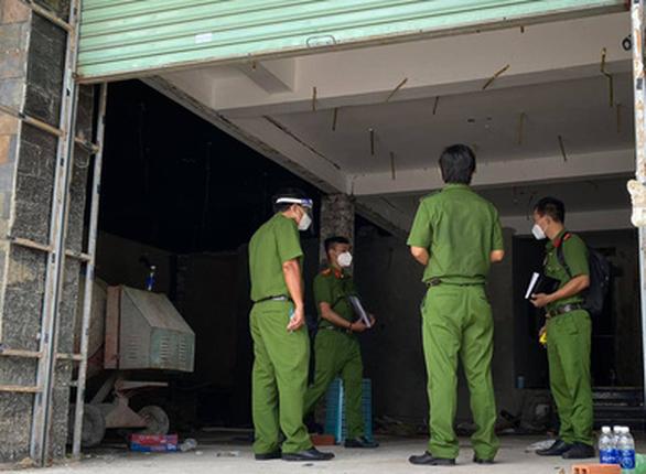 5 người đột nhập quán karaoke để ở, trộm cắp tài sản, 2 người dương tính SARS-CoV-2 - Ảnh 1.