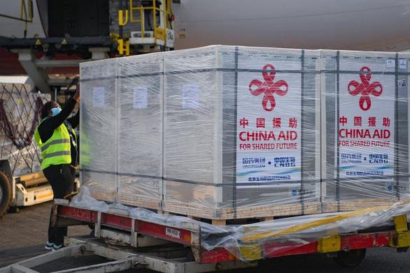 Trung Quốc cần minh bạch hơn để có thể xuất khẩu vắc xin COVID-19 hàng đầu thế giới - Ảnh 1.