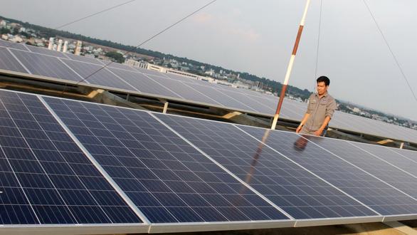 Chủ đầu tư điện mặt trời dọa kiện các công ty điện lực vì bị cắt giảm sản lượng - Ảnh 1.