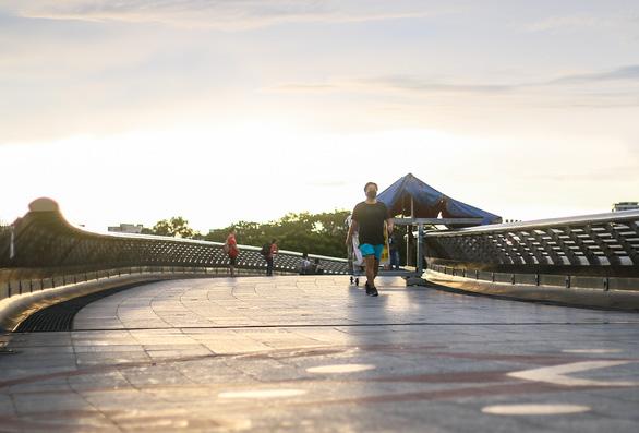 Công viên mở cửa, người dân phấn khởi đi tập thể thao - Ảnh 6.
