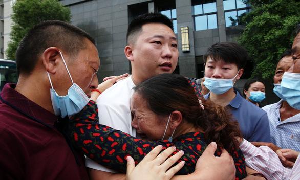Hơn 4.000 gia đình gặp lại con bị bắt cóc, thất lạc, có người mất tích 60 năm - Ảnh 1.