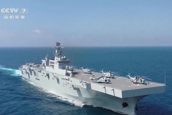 Trung Quốc tính đưa cá sấu Ka-52 lên tàu đổ bộ trực chiến Biển Đông - Ảnh 2.