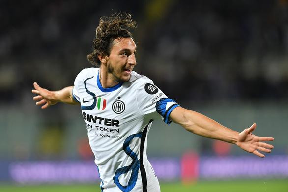 Thắng ngược Fiorentina, Inter Milan lên đầu bảng - Ảnh 2.