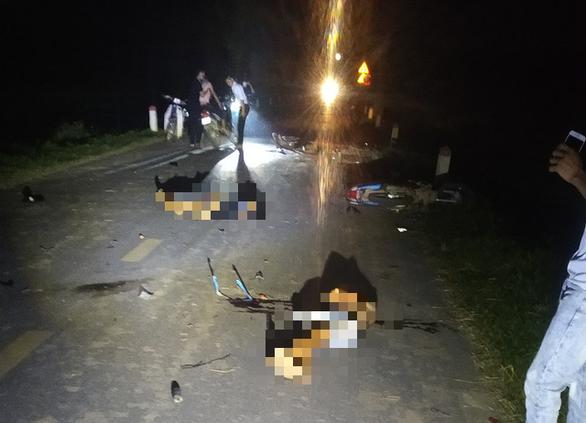 Nhiều xe máy lao vào nhau trong đêm Trung thu, 5 thanh niên thiệt mạng - Ảnh 2.