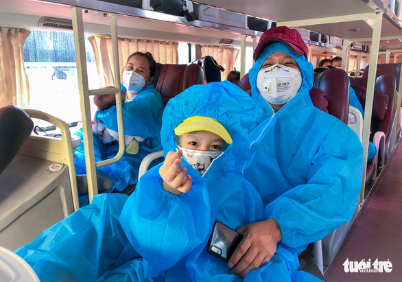 200 thai phụ, trẻ em được đưa về quê Ninh Thuận - Ảnh 2.