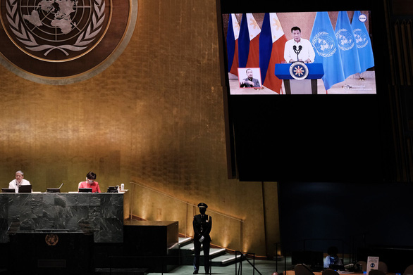 Tổng thống Duterte: Nạn thu gom vắc xin hành hạ các nước nghèo - Ảnh 1.