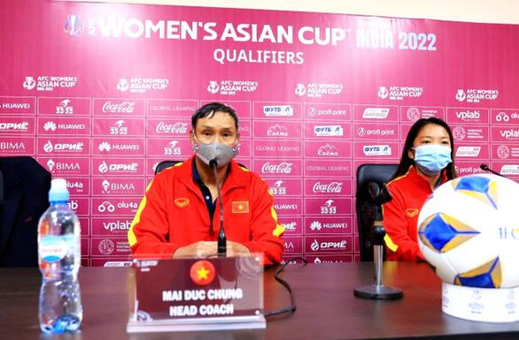 HLV Mai Đức Chung: 'Đội tuyển nữ Việt Nam tầm vóc nhỏ bé nhưng ý chí rất lớn' - Ảnh 1.
