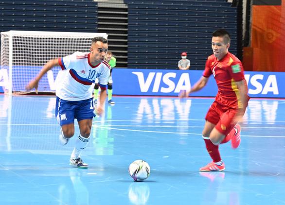 Thi đấu kiên cường trước Nga, đội tuyển futsal Việt Nam được thưởng 500 triệu đồng - Ảnh 1.