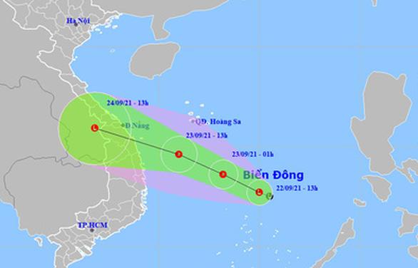 Vùng áp thấp trên Biển Đông tăng cấp, hướng nhanh vào bờ biển Đà Nẵng, Bình Định - Ảnh 1.