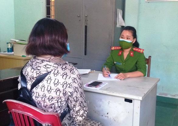 Nhờ kiểm tra lý do ra đường, công an giúp một phụ nữ thoát bẫy lừa 200 triệu  - Ảnh 1.