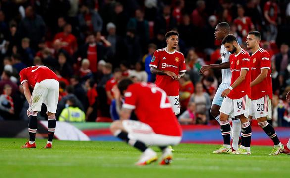 Man Utd thua 'sốc' West Ham tại Old Trafford, chia tay Cúp Liên đoàn - Ảnh 2.