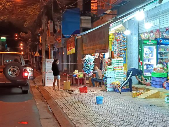 Khánh Hòa cho mở lại tiệm tạp hóa, cắt tóc từ 0h ngày 24-9 - Ảnh 1.