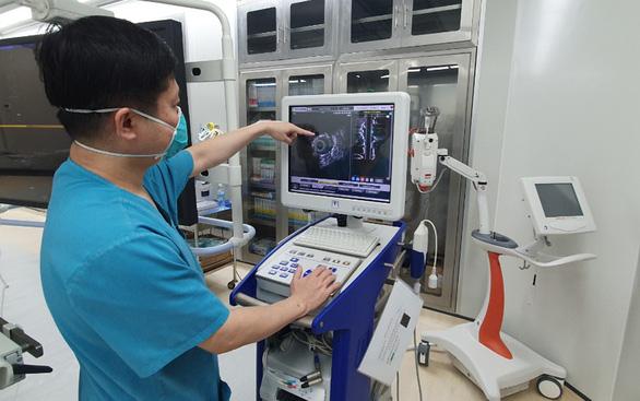 Cứu sống cụ bà 85 tuổi nhồi máu cơ tim cấp bằng kỹ thuật khoan cắt mảng xơ vữa động mạch - Ảnh 1.