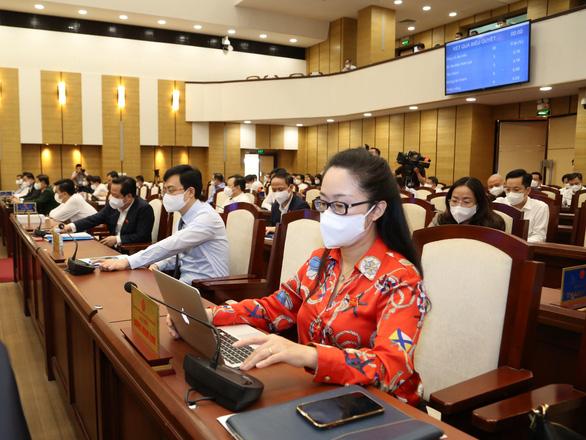 Hà Nội không tăng học phí, chi gần 900 tỉ hỗ trợ học sinh khó khăn - Ảnh 1.