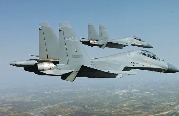 Trung Quốc tiếp tục đưa hàng chục máy bay áp sát Đài Loan - Ảnh 1.