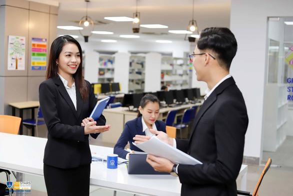 Học thạc sĩ Quản lý chuỗi cung ứng tại ĐH Nguyễn Tất Thành, nhận bằng quốc tế - Ảnh 1.