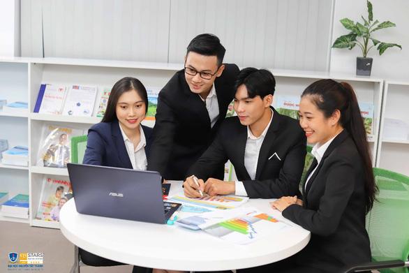 Học thạc sĩ Quản lý chuỗi cung ứng tại ĐH Nguyễn Tất Thành, nhận bằng quốc tế - Ảnh 2.