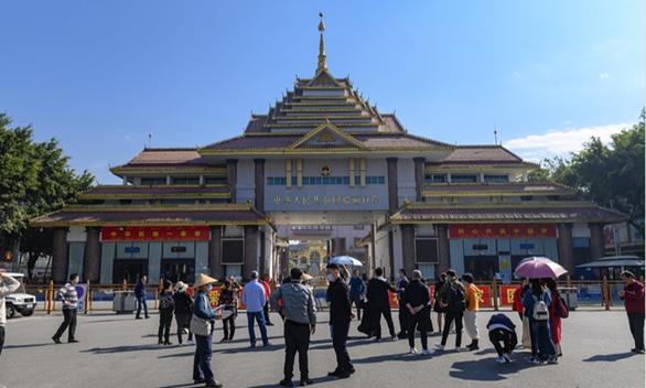 Thành phố biên giới Trung Quốc treo thưởng khủng để bảo vệ thành tích chống dịch - Ảnh 1.