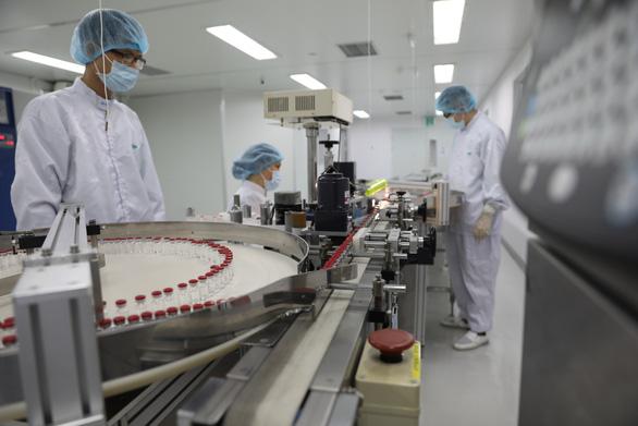 Việt Nam sản xuất thành công lô vắc xin Sputnik V đầu tiên - Ảnh 2.
