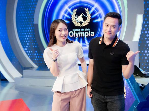 Khánh Vy dẫn Đường lên đỉnh Olympia năm thứ 22, Quyền Linh góp 10 tấn gạo làm từ thiện - Ảnh 4.