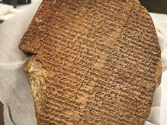 Mỹ trao trả Iraq phiến đất sét cổ 3.500 năm trước đây khắc sử thi Gilgamesh - Ảnh 1.